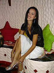 Beautiful Thai teen Duan gets pics taken by her bf