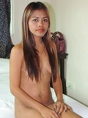 Hardcore Filipina babe works a well-earned nut from tourist