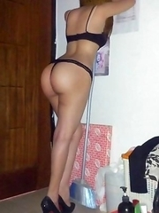 Asian chicks posing naked in amateur selfpics